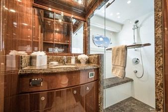 2010 Hargrave 101 Motor Yacht - Limitless - Starboard Guest Stateroom Head