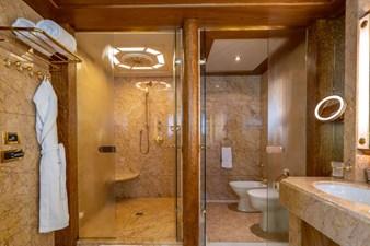 VIBRANCE 12 Master Stateroom Bath