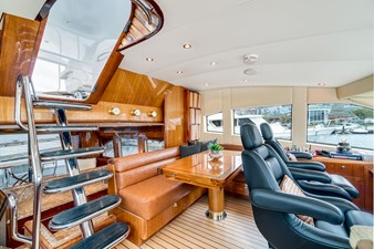 Floating Staircase to Flybridge