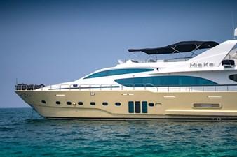 MIA KAI  4 MIA KAI Bilgin Tiago 100 - Port forward profile showing the large hull windows to the Master.