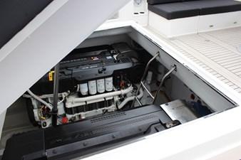 VanDutch55_2015_White Shark_Engine Hatch