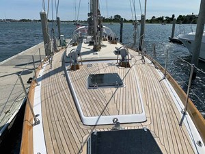 MISTY 3 Foredeck Looking Aft