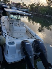 Boston Whaler 320 Outrage- Engines