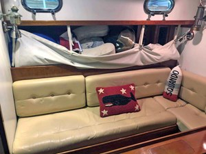 SQUANDO 5 Port Settee with Pilot Stowage