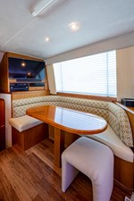 53_ocean_yacht_bridgeview_dinette1