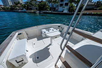 53_ocean_yacht_bridgeview_cockpit1