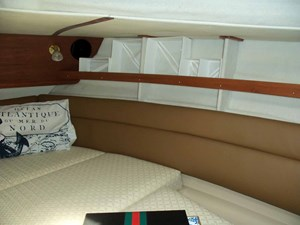 POUR HOUSE 20 Forward Cabin Starboard Side