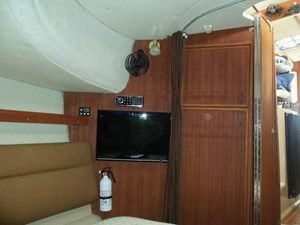 POUR HOUSE 21 Forward Cabin Looking Aft