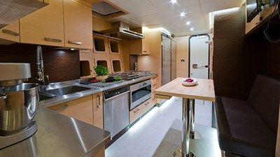 yacht-ipharra-201801-interior-11