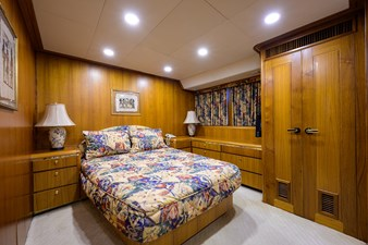 ARIES 25 STARBOARD GUEST STATEROOM