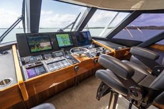 FREE SPOOL 20 Enclosed Flybridge