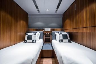 YXT 24 Evolution Plus - Support Vessel 2 LYNX YXT24 LOA 27.3 2023 guest cabin