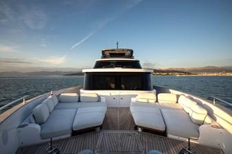 Sunbathing area on bow