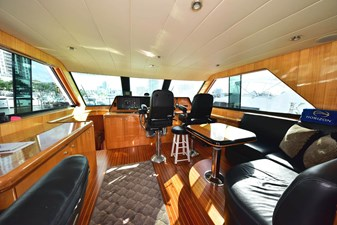 Skylounge-Helm with Dual Stidd Electric Helm Seats