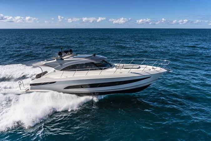 Riviera 4800 Sport Yacht Series II Platinum Edition Running 02.jpg