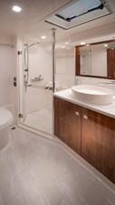 Riviera-4800-Sport-Yacht-Series-II-Platinum-Edition-Master-Ensuite-01