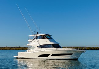 Riviera 50 Sports Motor Yacht At Rest 03 RIGHT