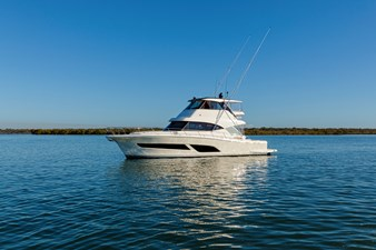 Riviera 50 Sports Motor Yacht At Rest 03