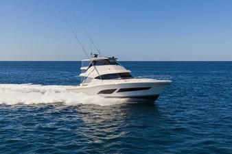 Riviera 50 Sports Motor Yacht Running 03.jpg