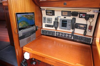sweden-yachts-390-17