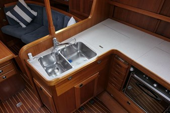 sweden-yachts-390-18