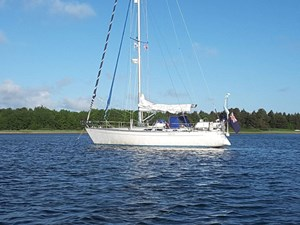 sweden-yachts-390-22