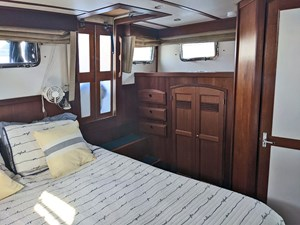 Owner's Cabin, Port