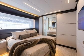13_2778730_vip_starboard_queen