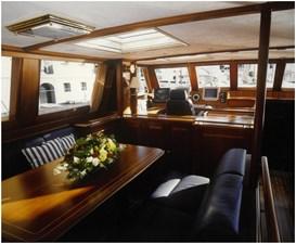 2.- Anakena. Table pilot house