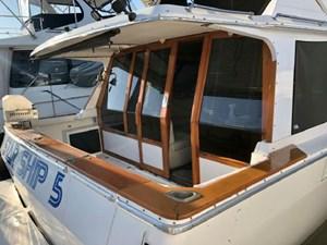 1990 Bayliner 4588 Motoryacht 26