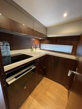 Fairline Squadron 65 25 Galley - Cooker