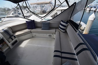 YOU AND ME 22 Enclosed Flybridge Seating