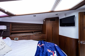 420 Fly 48 42_galeon_queen_of_the_nile_III_master_stateroom_3