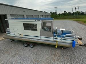 Pontoon Houseboat 6 GOPR5134