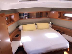 Aquavit VI 13  Beneteau Oceanis 60 for Sale - FWD cabin