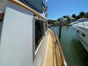 Sweet Life 7 Starboard Walkaround to Bow
