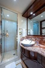 STARSHIP 25 Starboard VIP Bath