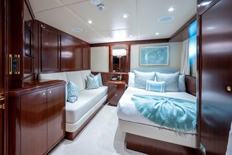 STARSHIP 26 Guest Stateroom