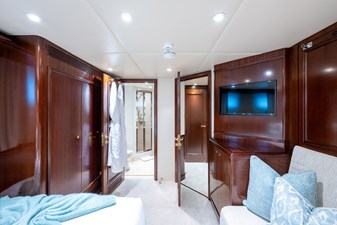 STARSHIP 27 Guest Stateroom