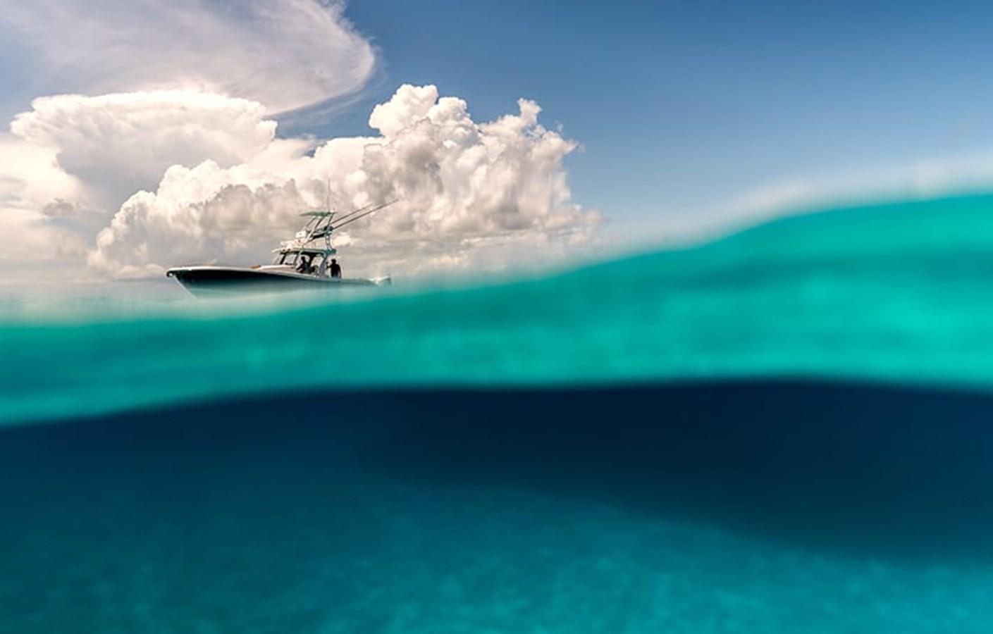 370cc_fishing_edgewater-boats_underwater