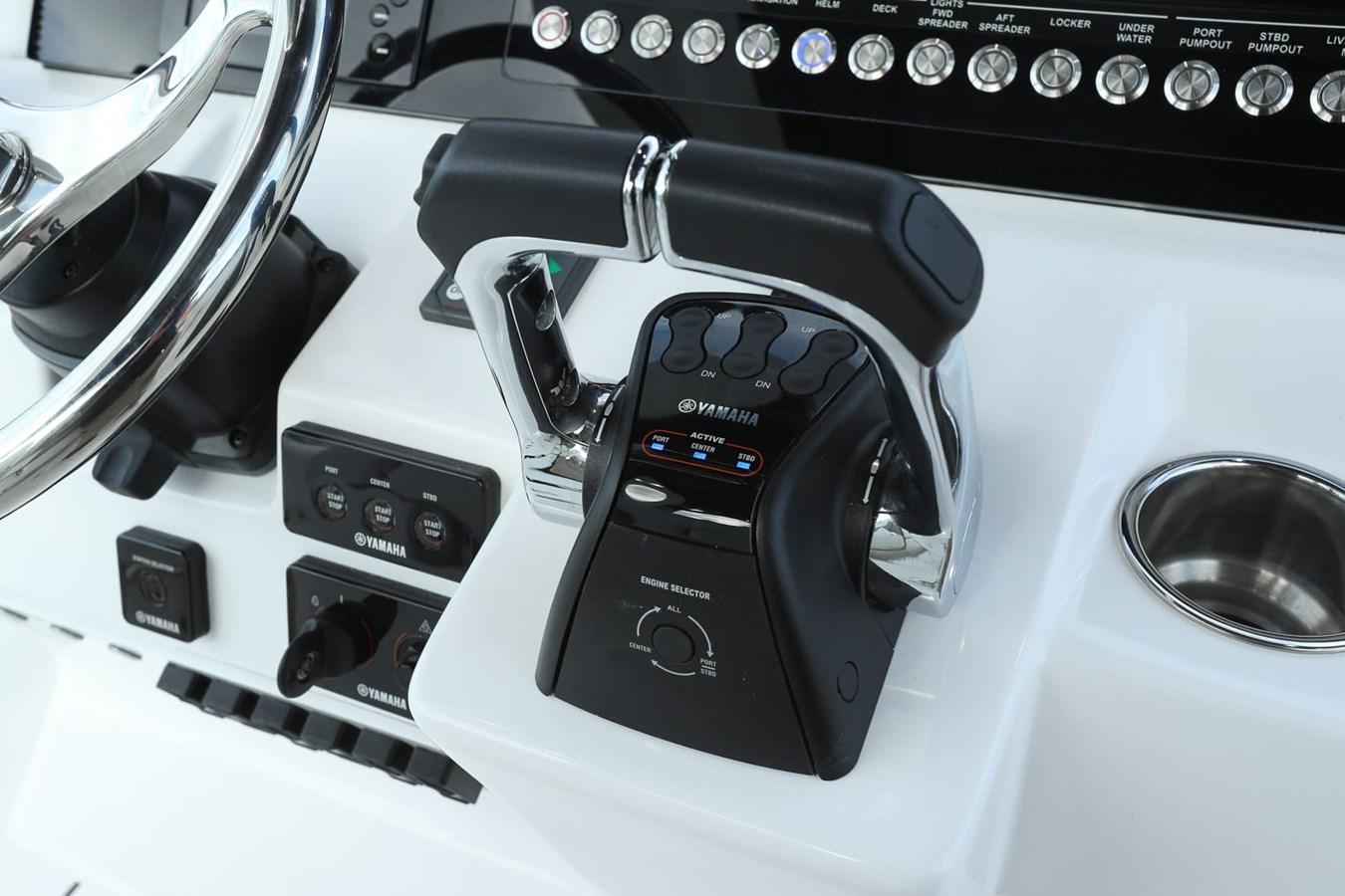 EdgeWater-262cx-Yamaha-Outboard-Controls