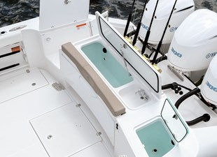 EdgeWater-262cx-Transom-Seating-with-Baitwells