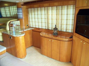 UNBRIDLED 5 Starboard Side Dry Bar