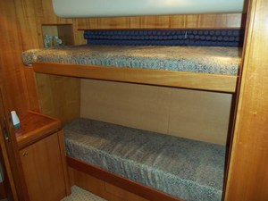UNBRIDLED 32 Guest Cabin Second Berth