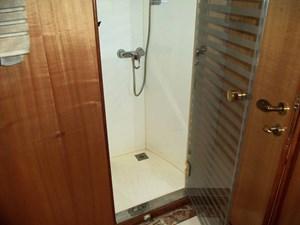UNBRIDLED 37 Guest Shower