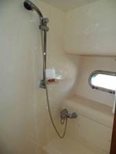 UNBRIDLED 29 Master Shower