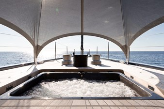 NGONI 17 Carbon Fiber Spa Pool On The Foredeck