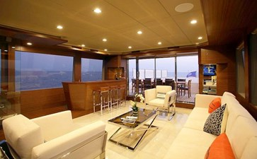 Upper Level Lounge & Aft Terrace