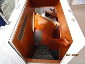 Patriot 27 26_2779667_55_ocean_alexander_flybridge_pilothouse_companionway