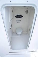 World Cat 295CC Center Console 41 295cc-interior-35-683x1024